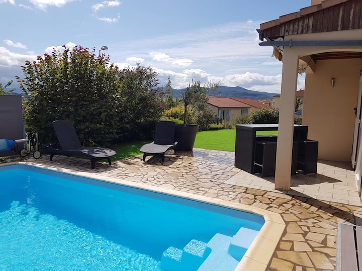 Jolie villa 6/8 personnes avec piscine chauffée