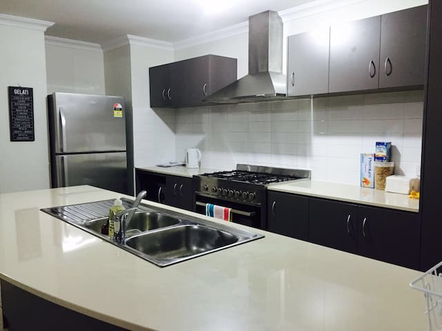 Perth Homestay Family & Large Group - Canning Vale - Huis