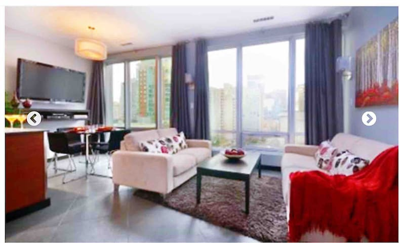 Location! Location!Central Downtown Apartment