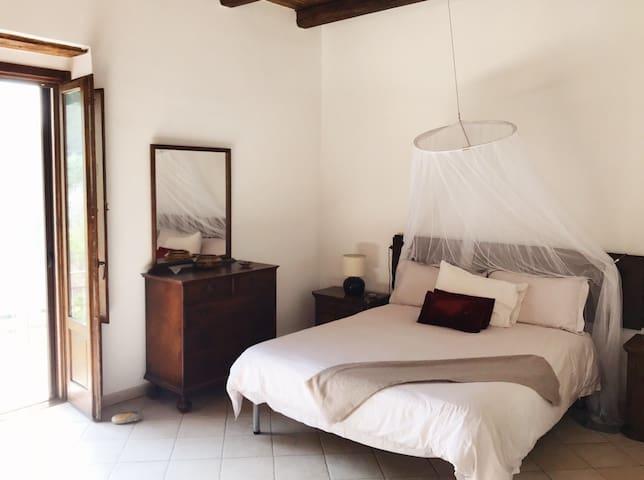 Bedroom 2 (Queen Size)