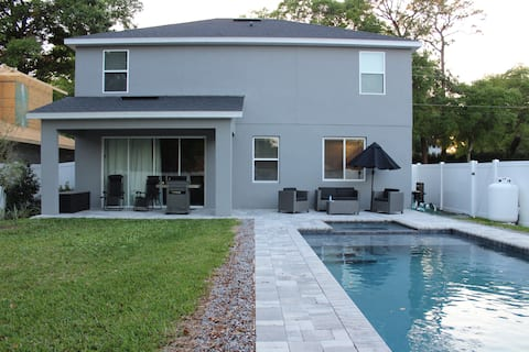 Beautiful NEW home w large outdoor pool/spa area