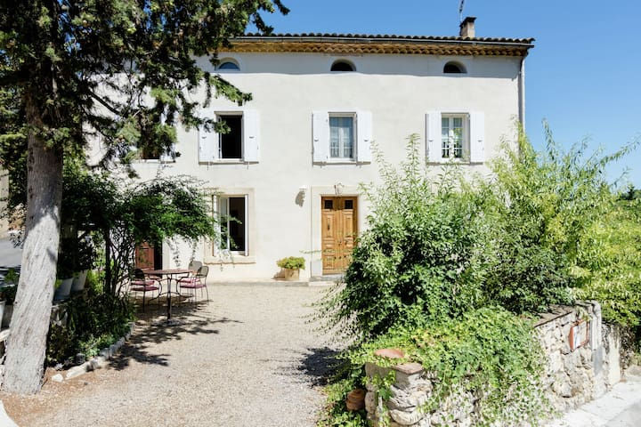 Welcoming Villa with Private Garden in Bages