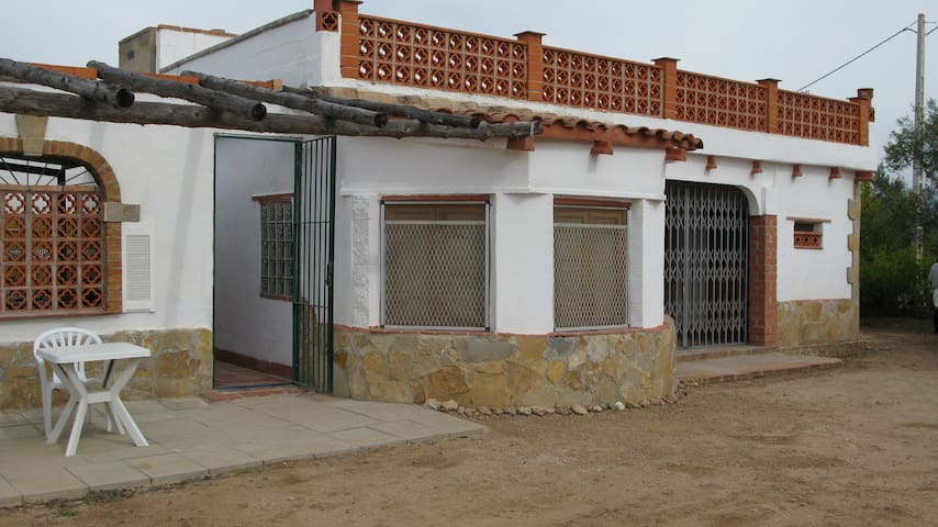 RURAL BASIC VILLA/PRIV/POOL EASY ACCESS TO TORTOSA - Tarragona - Villa