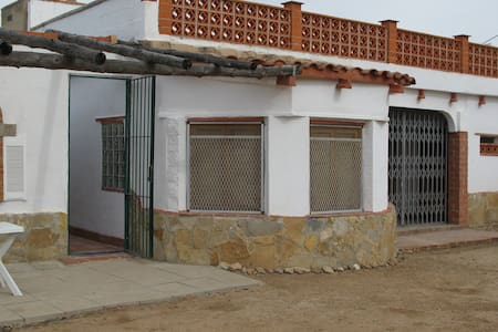 RURAL BASIC VILLA/PRIV/POOL EASY ACCESS TO TORTOSA - Tarragona - Casa de camp