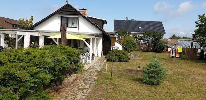 Ferienhaus mit großem Garten und Teich