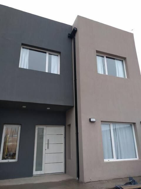 Moderna casa en Neuquen, a solo 10 min del centro!