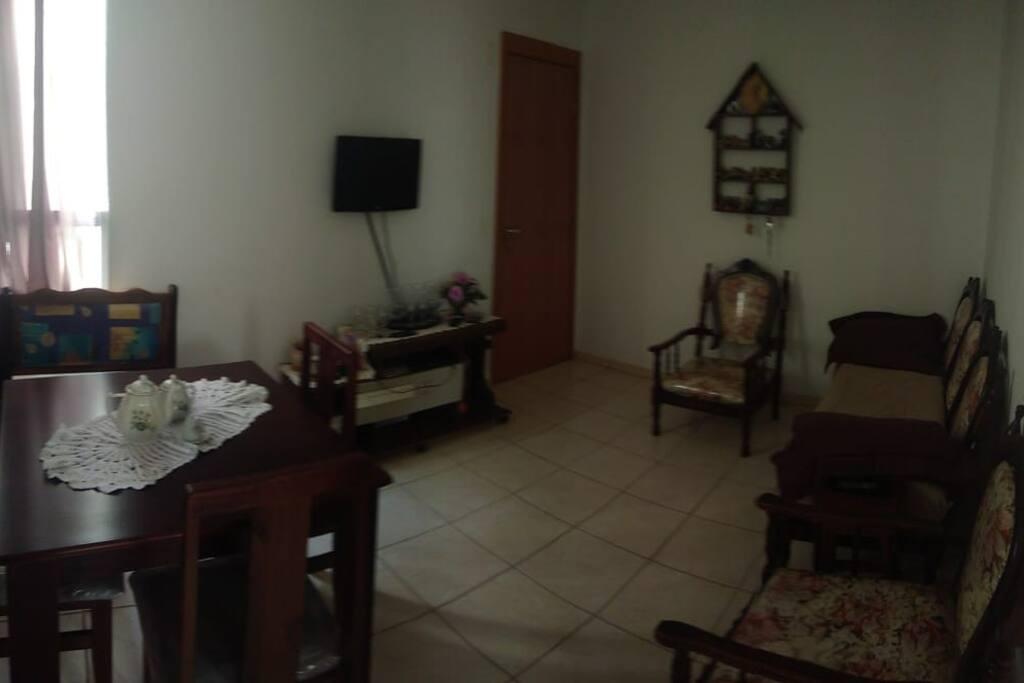 Sala - área comum, usada por todos na casa, TV a cabo, wii-fi, Chromecast.