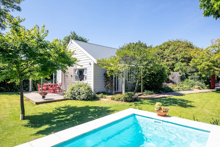 Beautiful Private Constantia Cottage