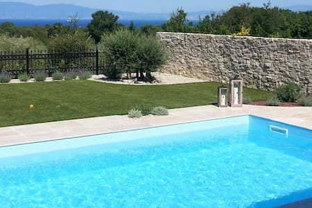 Holiday home Villa Lia with swimming pool - Žgombići
