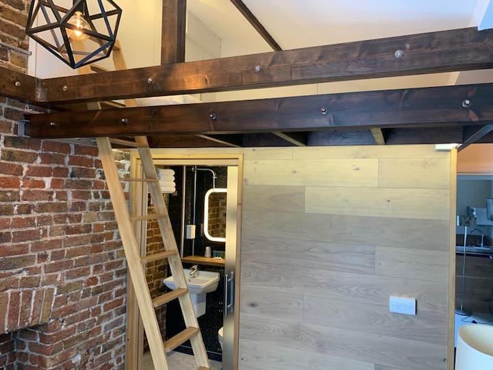 Victorian Loft Studio No.3