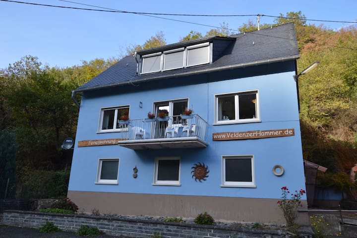 Comfy Holiday Home in Veldenz with Parking