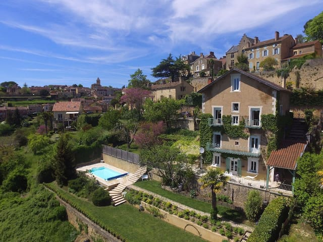 Lovely flat in stunning house, great views, pool.