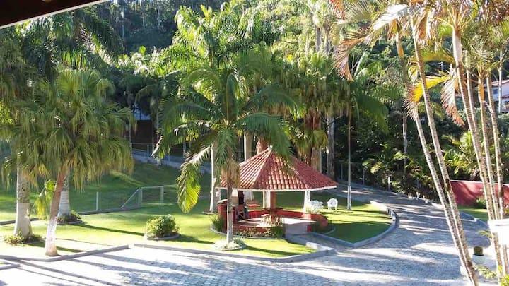 Chácara Vô Roque com natureza e lazer