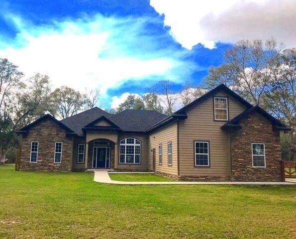 2 King Bedrooms in Newly-Built Jonesville Home!