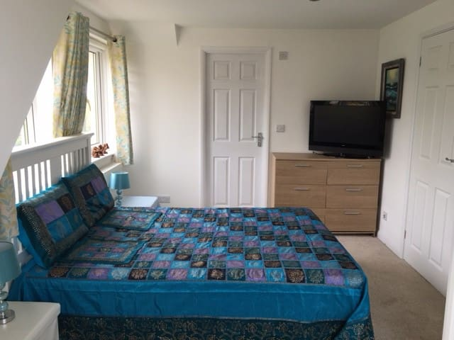 Spacious fresh large double room with en-suite - Crediton - Casa