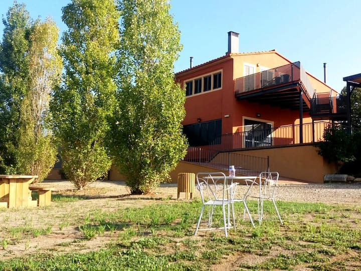 Comfortable cottage near Banyoles. Shared pool.
