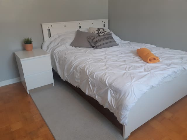NEW + CLEAN Room Rental in LaSalle/Windsor