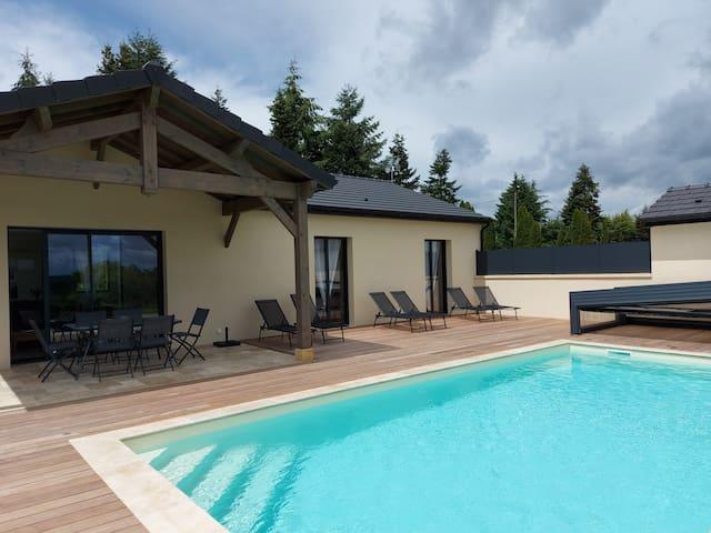 Gîte neuf avec piscine couverte