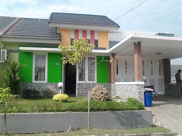 a friendly homestay in Indonesia - Tangerang - Huis