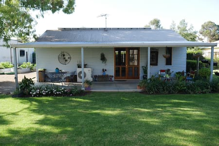 Private self contained cottage - Leeton - Wohnung