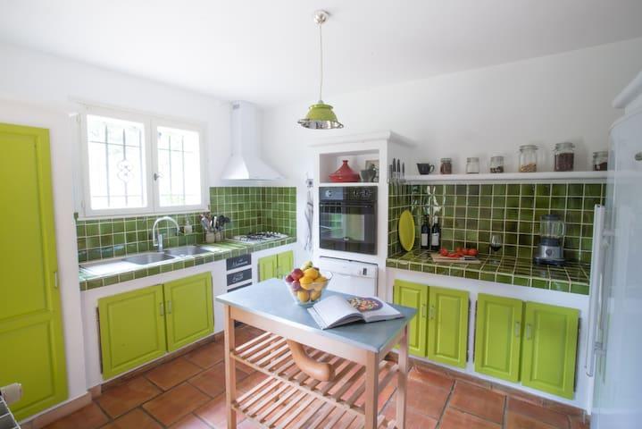 Charming provençal house in Saint Tropez Gulf - Le Plan-de-la-Tour - บ้าน
