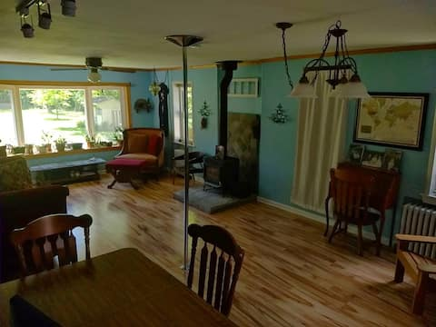 Room near tow path and river in Frenchtown
