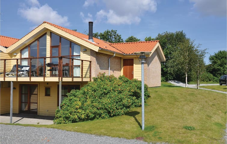 Semi-Detached with 3 bedrooms on 116 m² F08212
