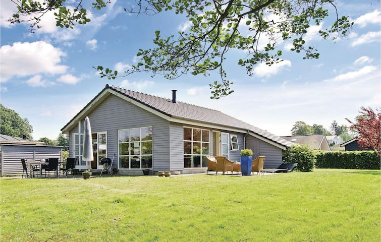 Holiday cottage with 2 bedrooms on 88m² in Aabenraa