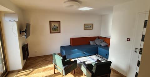 Útulný MOYKO apartmán s terasou a parkovaním