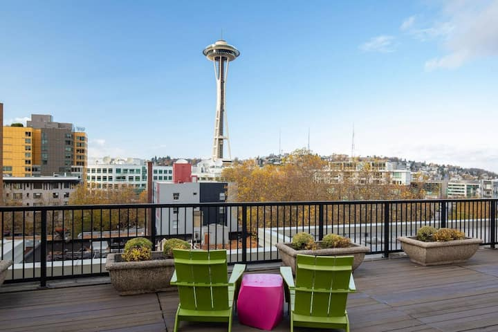 NEW! BELLTOWN STUDIO W/ PRIVATE SLEEPING ALCOVE + BEAUTIFUL ROOFTOP VIEWS OF SPACE NEEDLE & DOWNTOWN