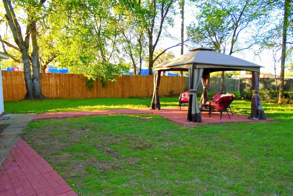 Spacious backyard. Great place to relax!