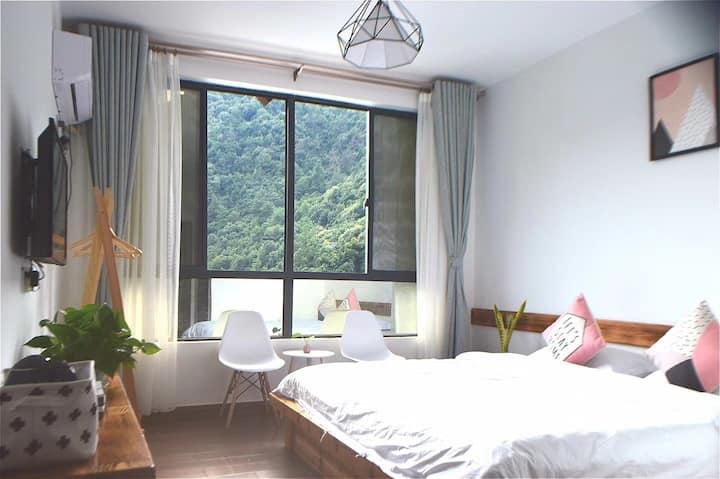 瞰山晓筑:千岛湖森林氧吧、王子谷漂流附近一栋山水环抱的房子,七间看四季山景的柔软大床房(含早餐)