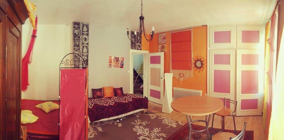 A l'étage LA GRANDE  chambre avec 2 lits