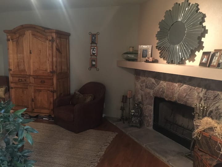 Charming Near Strip/Red Rock Canyon.. Summerlin