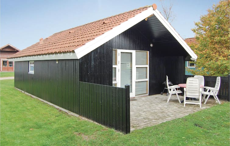 Holiday cottage with 1 bedroom on 34m² in Hovborg