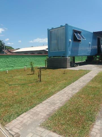 Casa container 200 metros da praia