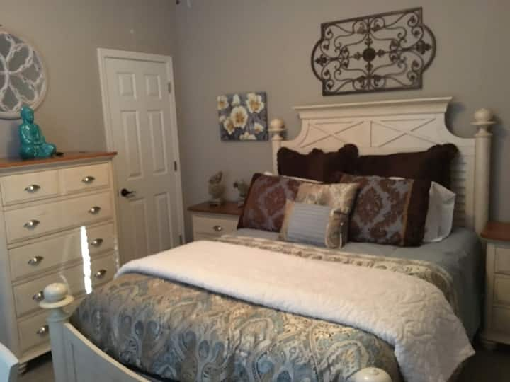 Affordable Cozy Room at Casa Del Valle