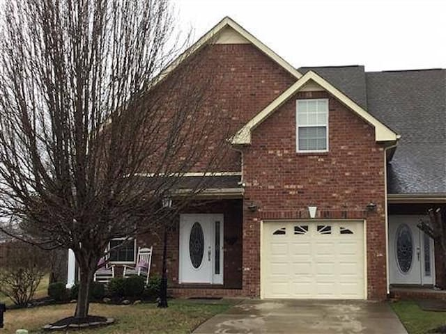 Semi Det Brick Home in Murfreesboro city. By MTSU