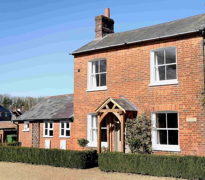 Silk Mill Cottage (On the River Test)