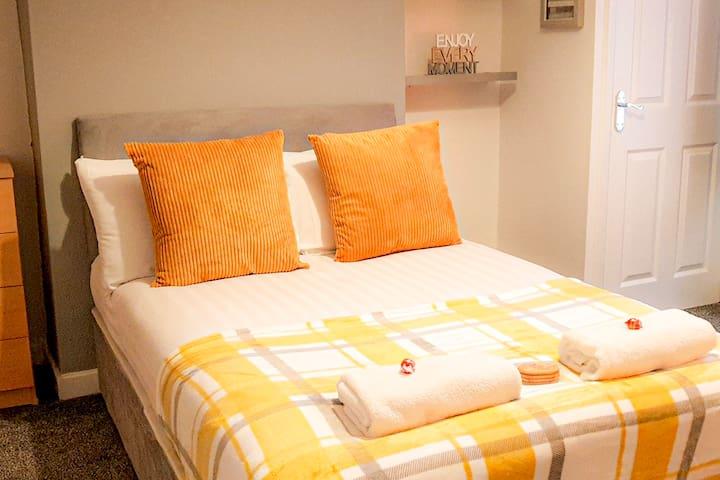 4 bed, wifi, city centre, families, contractors