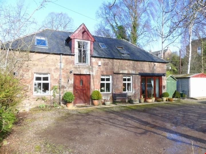 Perfectly located cosy converted coach house