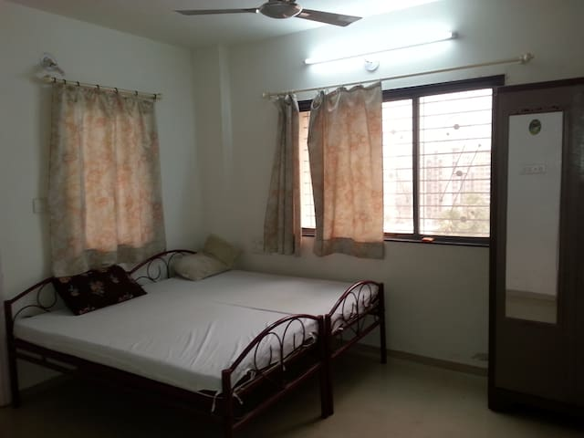2BHK,Fully Furnished,Family Friendl - Surat