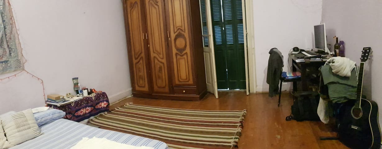 Spacious cozy room in Mounira