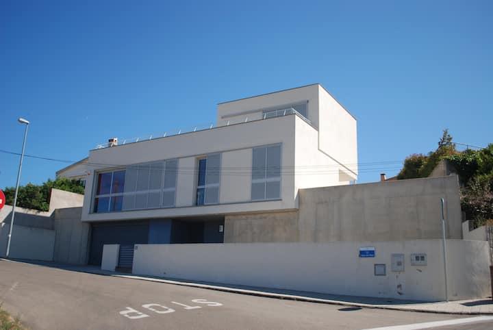Villa moderne proche plage, pisc.priv.,clim,WIFI.