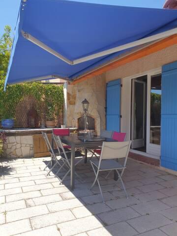 Une agréable maison avec piscine à Le BEAUSSET(83)