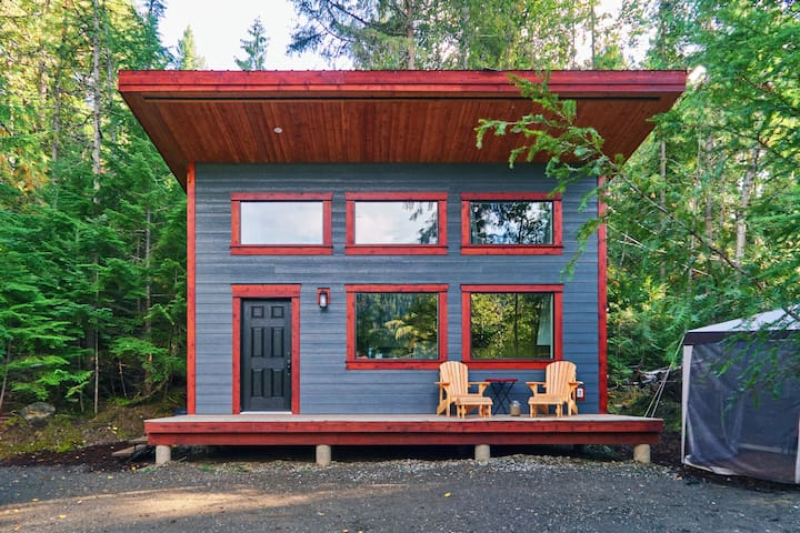 The Hemlock Tiny House - Woodland Cabins