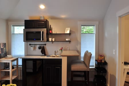 Beautifully Remodeled Private Suite - Forest Grove