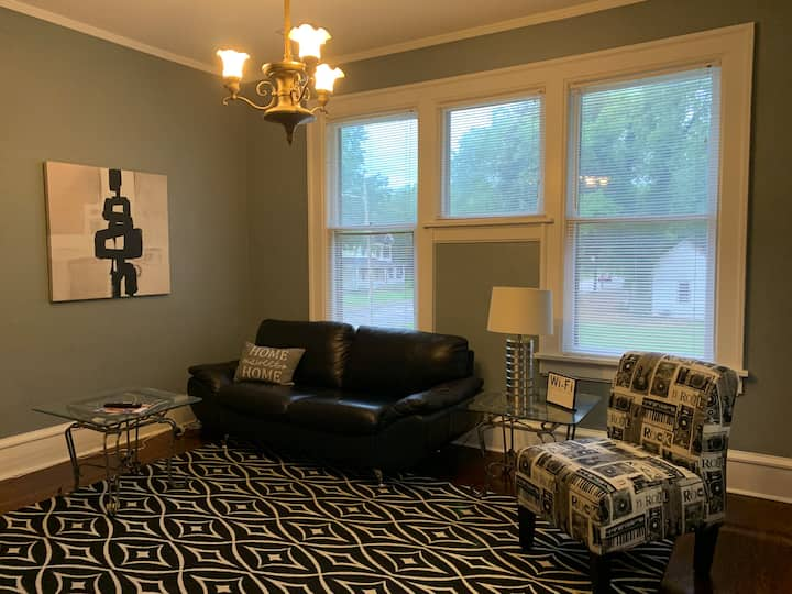 2 bdrm historic apt off I-85.  King Bed and space!