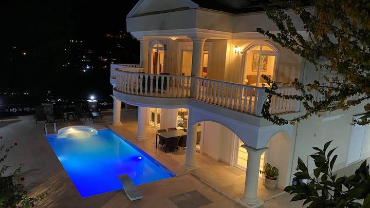 White Hause/Prepared luxury villa for your comfort