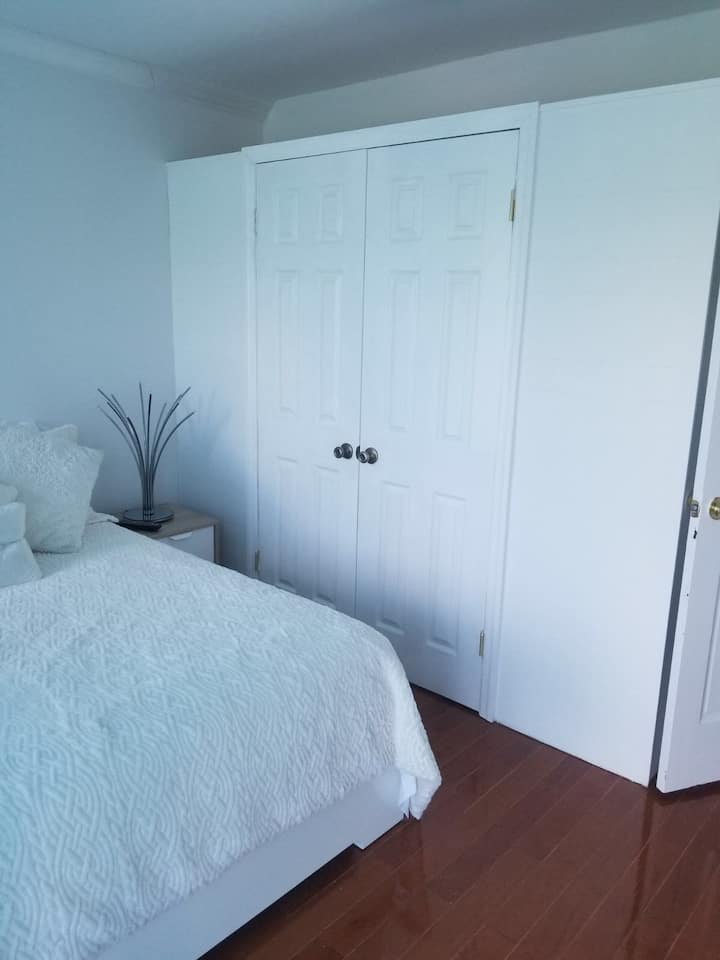Cozy, warm and Clean Stay in Flushing!